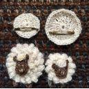 Broches moutons blanc cassé