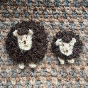 Broches moutons mouton noir