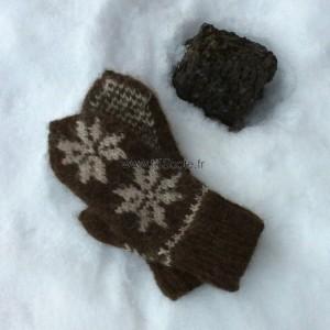 Moufles marron motif rose islandaise
